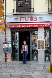 Munira Mendonça shop