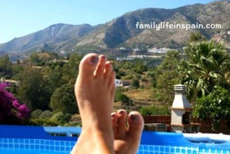 Working feet up