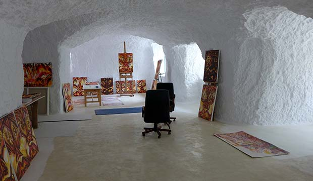Cave home Baza